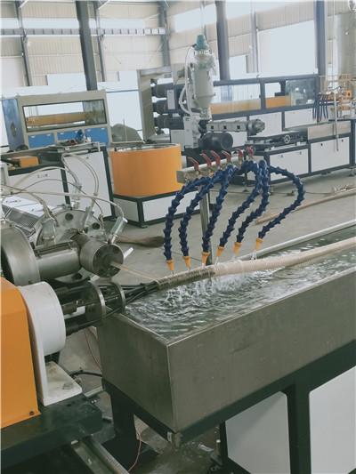 供应pp螺旋护套管生产线/塑料螺纹穿线管设备