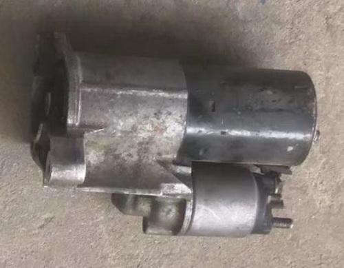 路虎神行者2 3.2起动机 平衡杆 油箱 油底壳 节气门